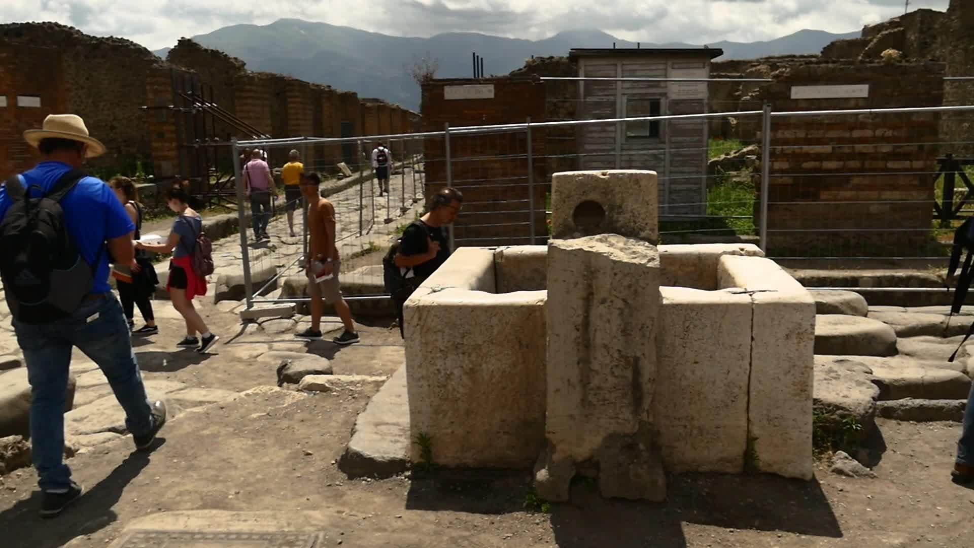 Street Crosses:  Looking for Evidence of Jesus Devotion in Pompeii
